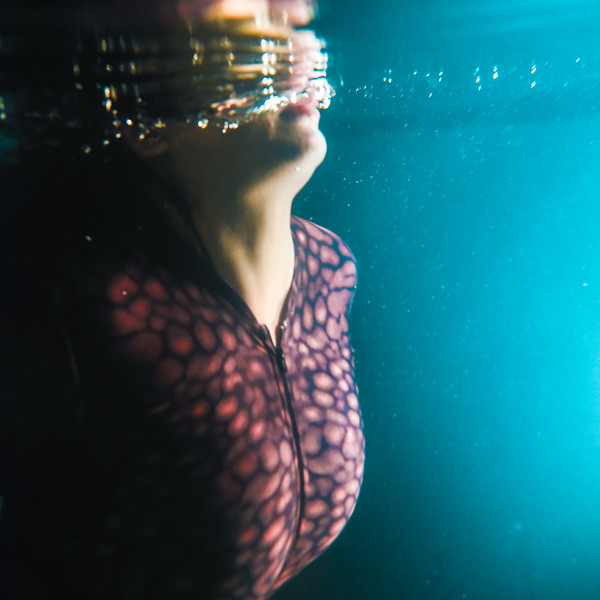Photo of @rachelannmullins underwater.