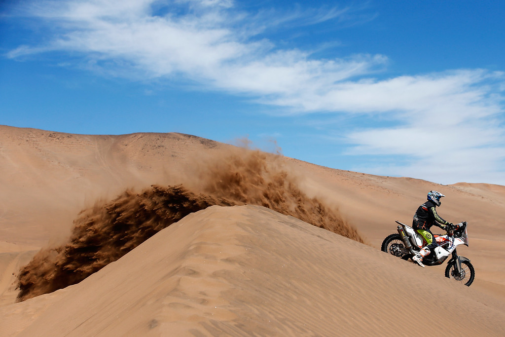 . COPIAPO, CHILE - JANUARY 07:  #26 Toby Price of Australia for the KTM Rally Factory Team competes during day 4 of the Dakar Rallly on January 7, 2015 between Chilecito in Argentina to Copiapo, Chile.  (Photo by Dean Mouhtaropoulos/Getty Images)