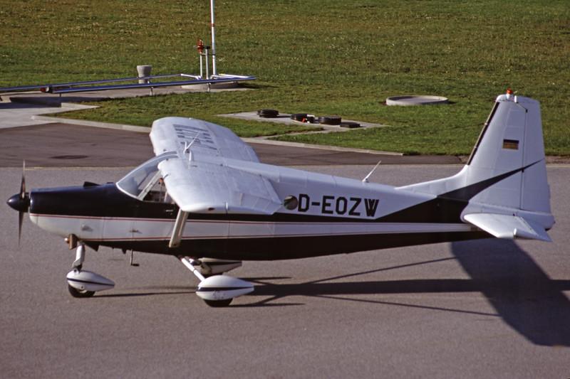 D-EOZW-AermacchiAL60-B2-Private-EKSB-2000-08-12-JA-22-KBVPCollection.jpg