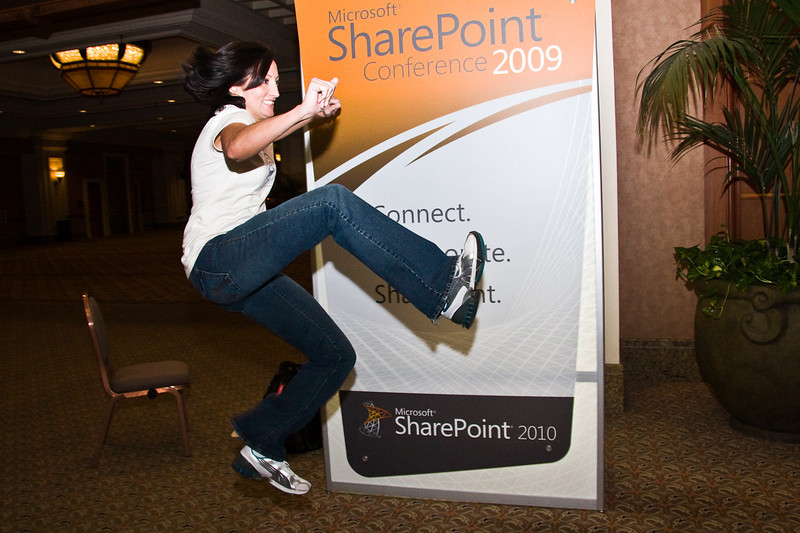 Bad-ow! @sharepointsara shows mad ninja skills