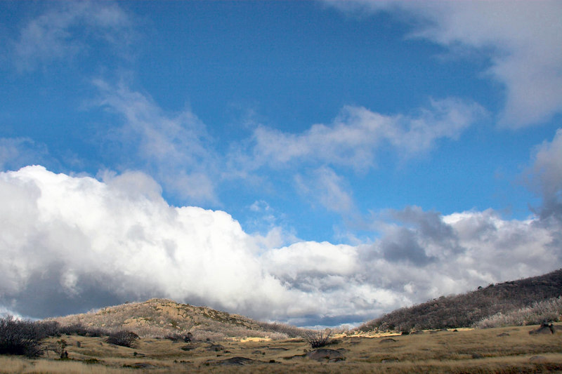As we walked back through Cresta Valley, some blue sky appeared.