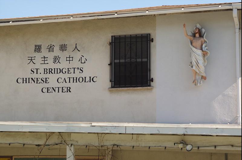 St.Bridget'sChineseCatholicCenter019-NorthSideSignAndJesus-2006-9-18