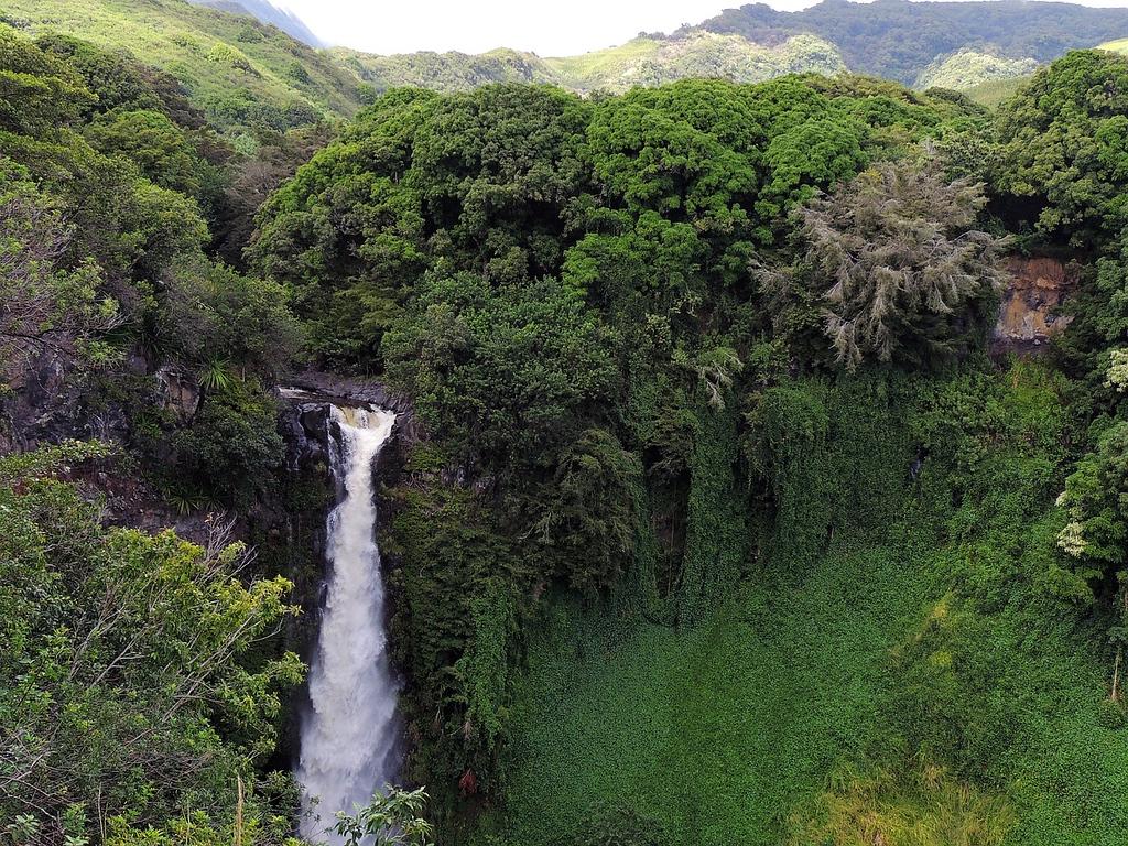 where to stay in Maui- Hawaii Waterfall