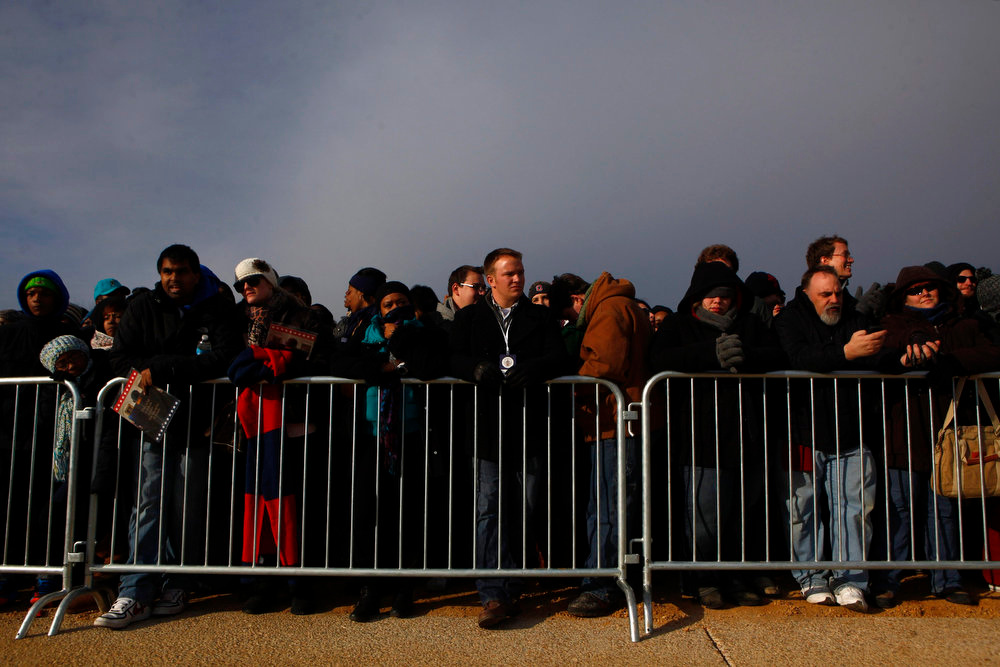 . Spectators wait at the National Mall before the 57th inauguration ceremonies for U.S. President Barack Obama and Vice President Joe Biden on the West front of the U.S. Capitol, in Washington January 21, 2013. REUTERS/Eric Thayer