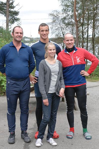 Svein Erik, Asbjørn, Silje og Peter vant klubbmesterskapet 2010. Hvorfor har Peter 2 forskjellige sokker?
