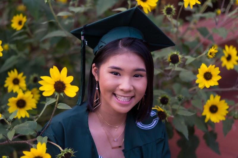 20200521_sarah-friends-connally-graduation_089.jpg
