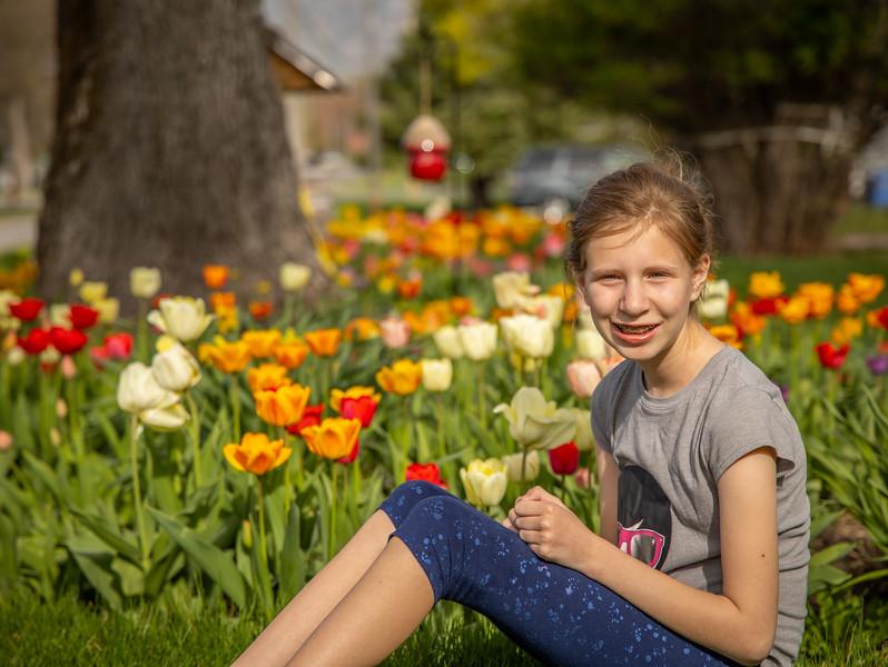 20200429_tessa_luke_tulips_020.jpg