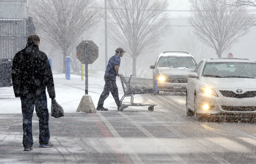 Description of . Snow comes down hard outside Walmart Wednesday, Dec. 26, 2012 in Northampton Crossings plaza in Easton, Pa. (AP Photo/The Express-Times, Lisa Massey)