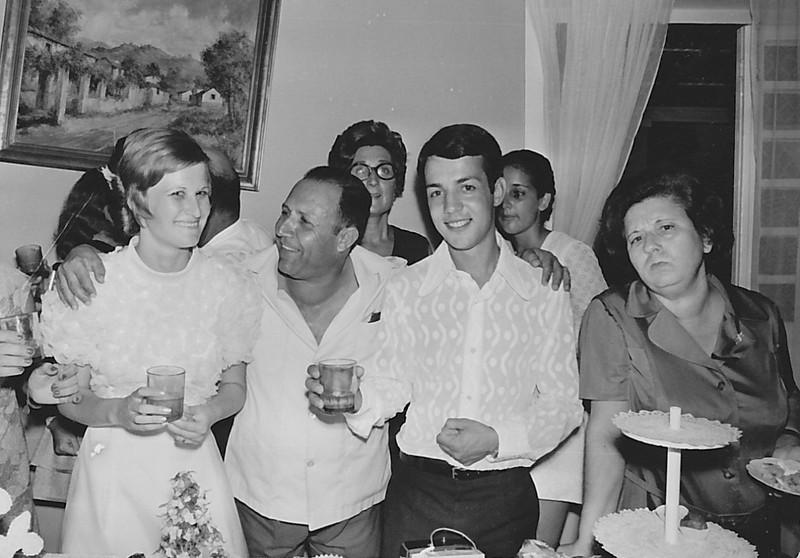 Lukapa. 24/9/1972. NANY TAVARES E TOZÉ LOURENÇO Nany, Freitas, Toze', Teresa Adalberto, Isabella Mendonca e......?