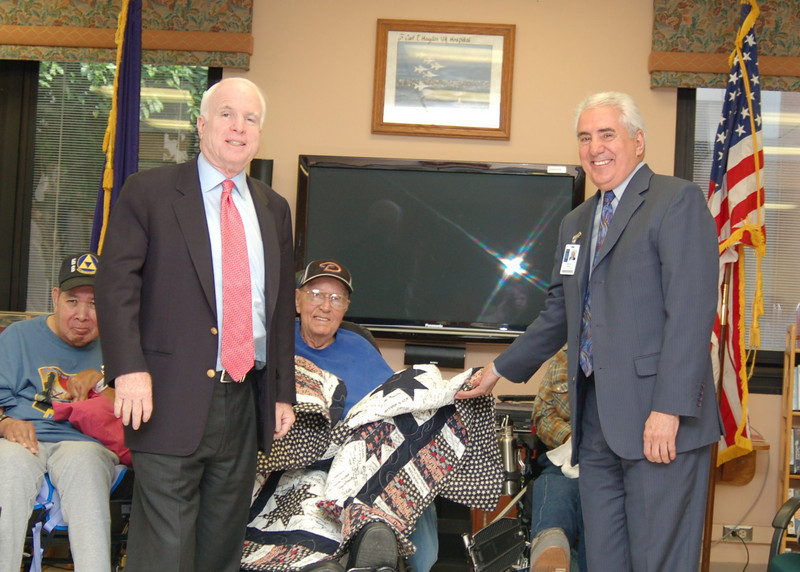 Sen McCain PVAHCS Visit 5-1-2010 5-20-45 PM.JPG