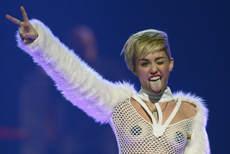 """. <p><b> Miley Cyrus fans continued to question her sanity when she appeared on a holiday video with this drawn crudely on the crotch of her panties � </b> <p> A. A sketch of male genitalia <p> B. A heart <p> C. The words �Open All Night� <p><b><a href=\'http://www.dailymail.co.uk/tvshowbiz/article-2515848/Miley-Cyrus-whips-skirt-penis-drawing-LOVE-video.html\' target=\""""_blank\"""">HUH?</a></b> <p>    (Ethan Miller/Getty Images for Clear Channel)"""