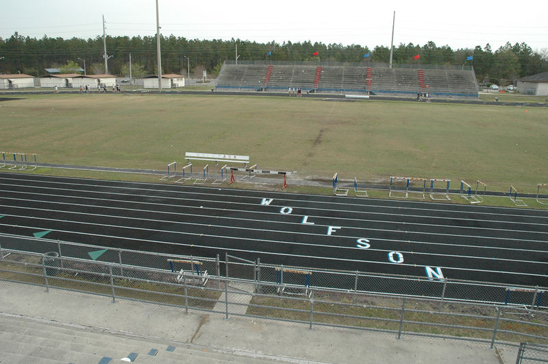 Saturday morning after the Bolles meet, we head over to the Wolfson HS track for a look. It's the site of the 1A and 2A 2006 T&F finals. Here, I'm in the bleachers, even with midfield. Nine lane synthetic track, very wide radius turns.