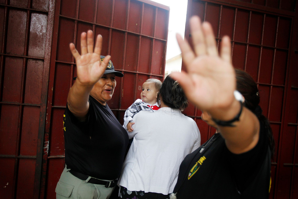 . An inmate holding her baby enters a zone forbidden to the media during celebrations for Mother\'s Day at the Santa Monica female prison in Lima, May 10, 2013. New nursery facilities for the inmates\' babies were inaugurated by Peru\'s prison authorities to improve the care and education of 40 children that are permitted to stay with their mothers in the prison till they are three-years-old. REUTERS/Enrique Castro-Mendivil