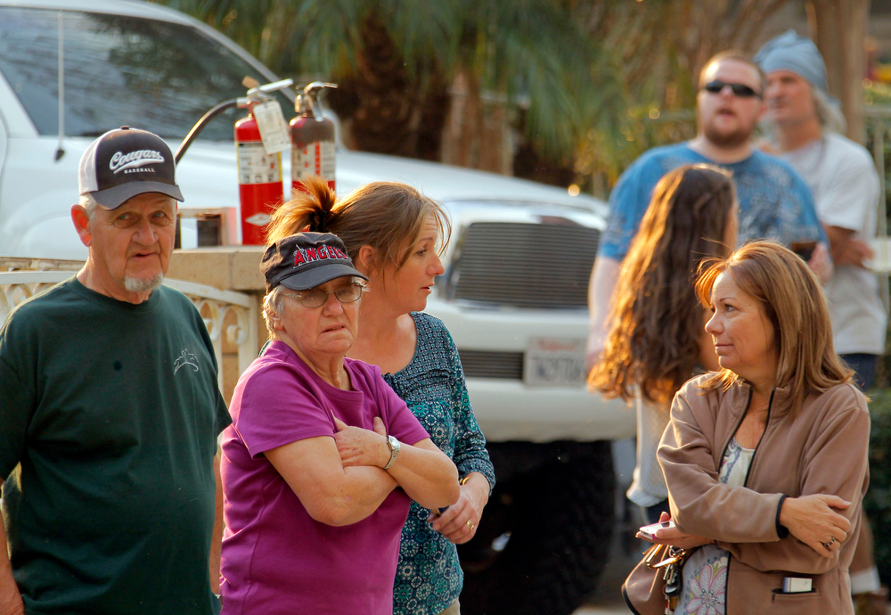 . Anxious residents watch the progress of the San Gabriel mountain wildfire in Glendora, Calif., Thursday, Jan 16,  2014. The blaze has charred at least 125 acres by the Angeles National Forest,. The wilderness area is about 25 miles from downtown Los Angeles. (AP Photo/Nick Ut)