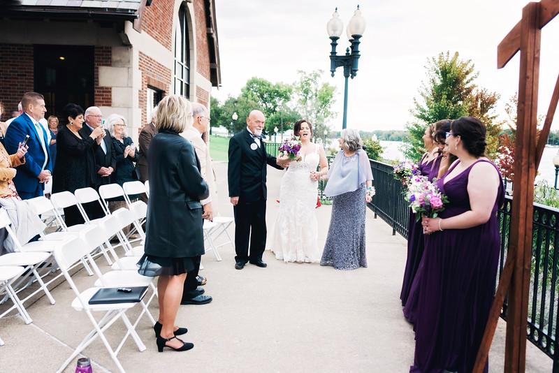 chateau-on-the-river-trenton-michigan-wedding-0250.jpg
