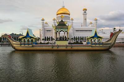 20101129 Pod płotem u Sułtana Brunei