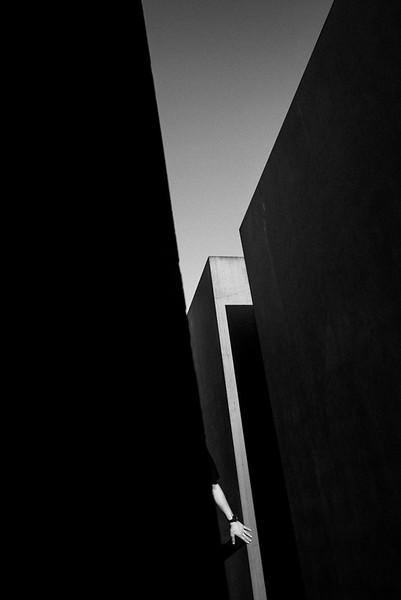 HAND_SHOAH_MEMORIAL_BERLIN.jpg