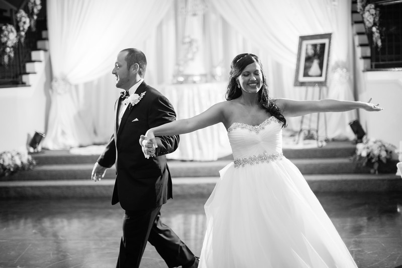 0891_Josh+Lindsey_WeddingBW.jpg