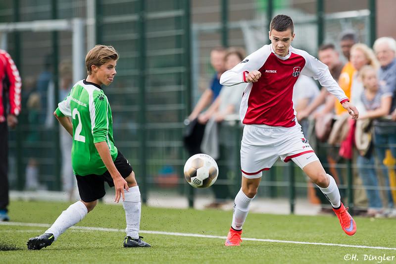 26-08-2015: Voetbal:  Capelle B1-Alexandria '66 B2
