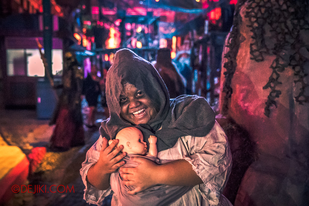 Halloween Horror Nights 7 Review - Pilgrimage of Sin scare zone / Crazy Mom