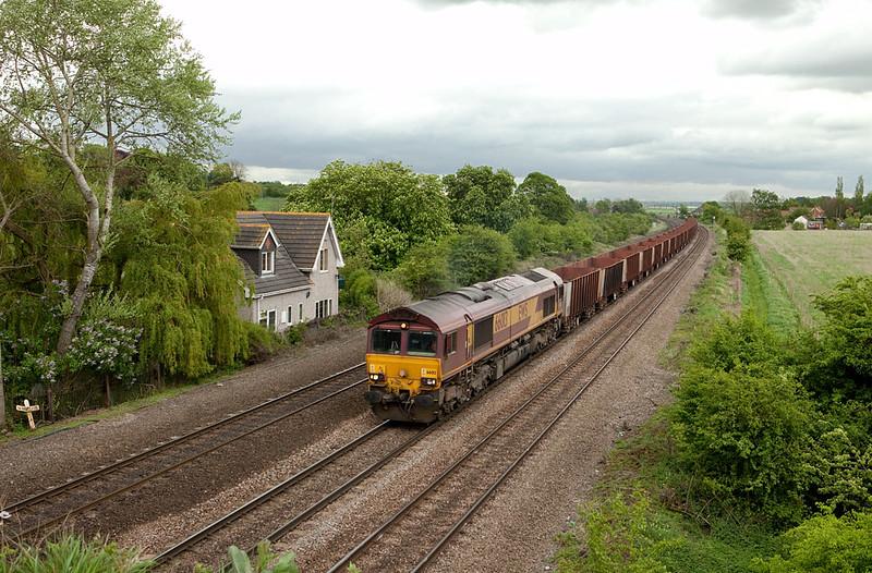EWS 66013 leads the 6T23 09:52 Immingham-Santon empty iron ore at Knabbs Crossing, Melton Ross.
