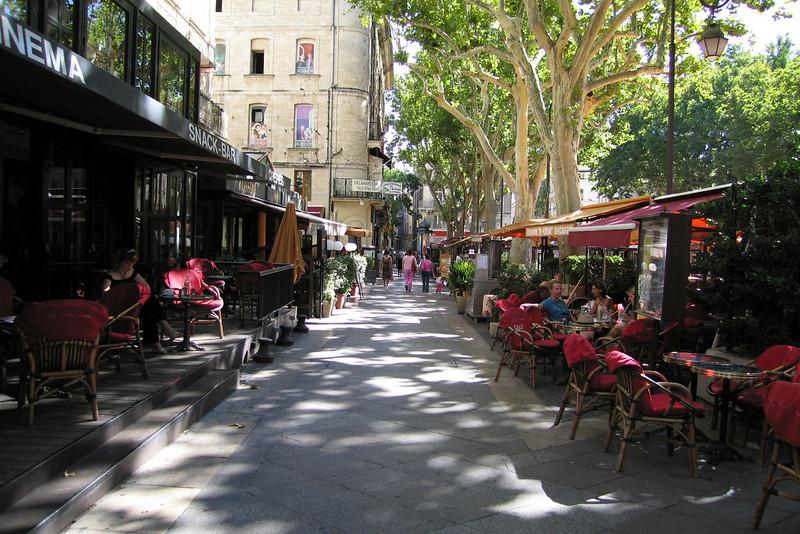 Outdoor cafe in Avignon