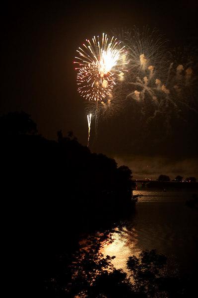 fireworks lake 2.jpg