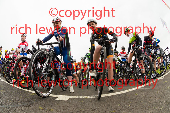 Castle Combe Easter Classic - E12 Mens and Womens Race