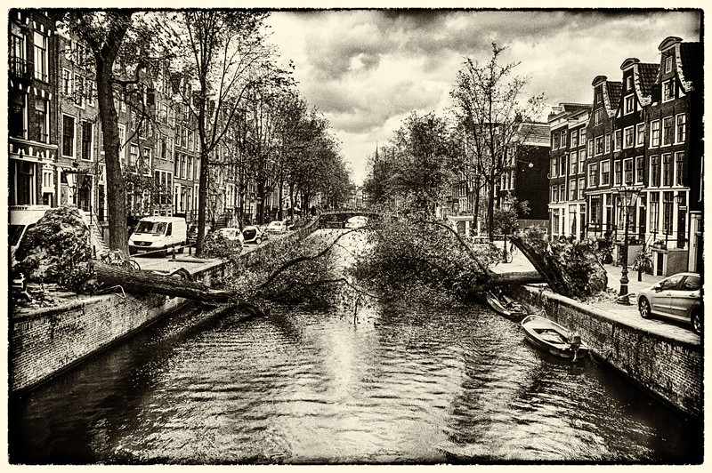 Impressive scene around Leidsegracht demonstrating the strength of the storm that hit Amsterdam.