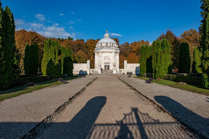 Krasnohorske podhradie mauzoleum-24.jpg