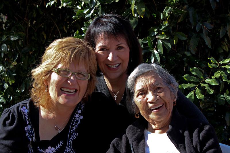 IMG_6697 Angie, Mima, Navora eyes smiling 2.jpg