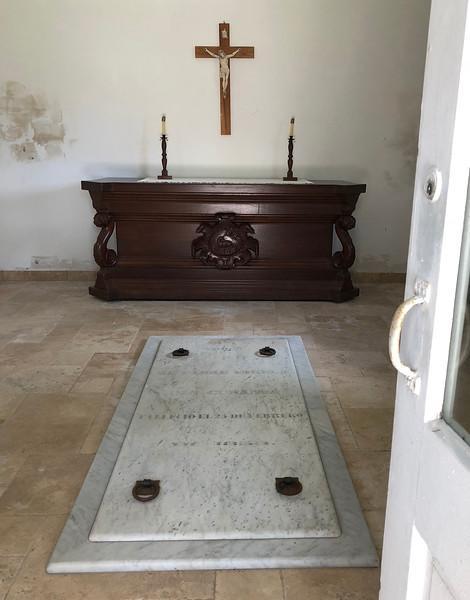 Varela chapel interior cropped.jpg