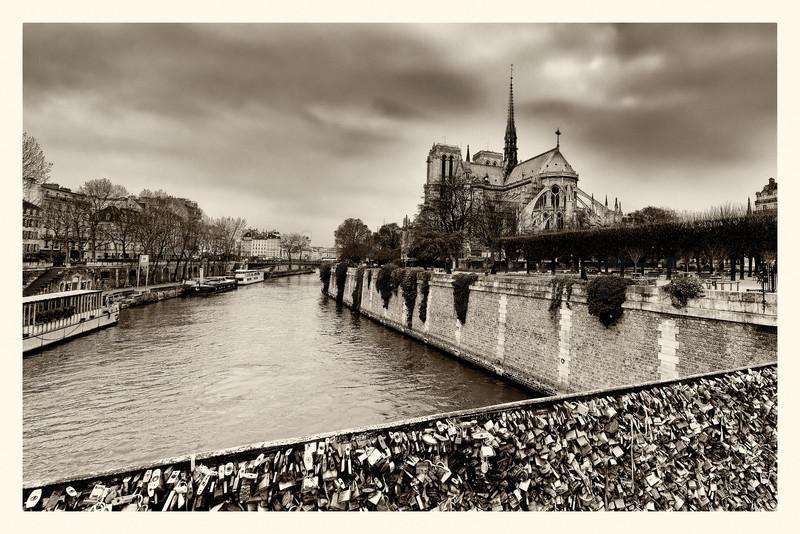 Notre-Dame_20150219_0048-B&W.jpg