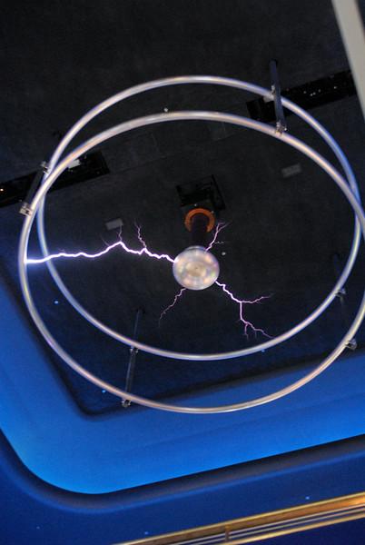 giant teslo coil MOSI.jpg