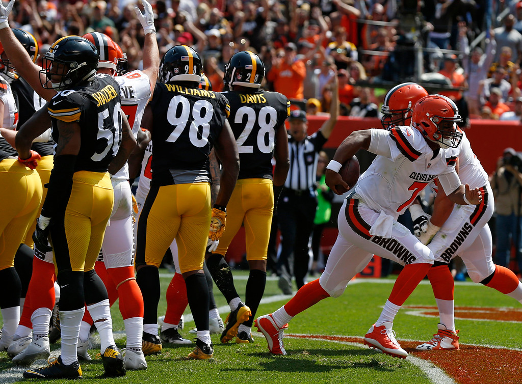 . Cleveland Browns quarterback DeShone Kizer runs in for a 1-yard touchdown against the Pittsburgh Steelers during the first half of an NFL football game, Sunday, Sept. 10, 2017, in Cleveland. (AP Photo/Ron Schwane)