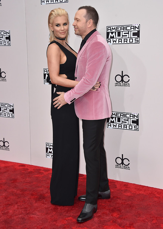 . Jenny McCarthy, left, and Donnie Wahlberg arrive at the American Music Awards at the Microsoft Theater on Sunday, Nov. 20, 2016, in Los Angeles. (Photo by Jordan Strauss/Invision/AP)