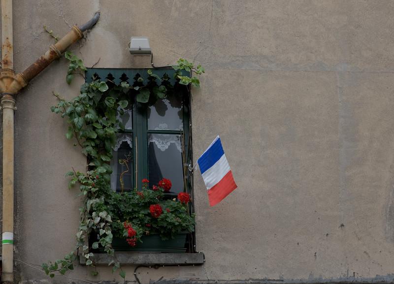 Montmartre, Paris  Canon EOS-1Ds Mark III EF24-70mm f/2.8L USM ¹⁄₃₂₀ sec at ƒ / 6.3 @ 200 ISO  7/8/08 10:56:33 AM ©savoyeimages.com