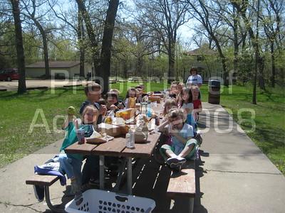 kindergarten field trip . oakdale . 5.5.08