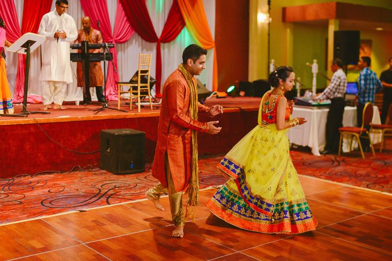 Charmi & Abhi Garba (142 of 578).jpg