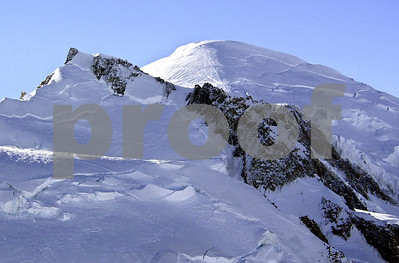 3-die-in-icy-mont-blanc-avalanche-bodies-dug-out-with-saws