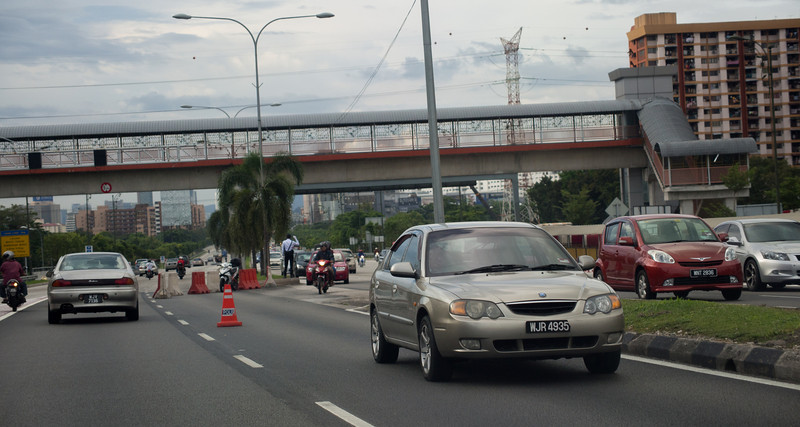 "KL has introduced ""Counterflow"": driving on the other side of the road during peak hours"
