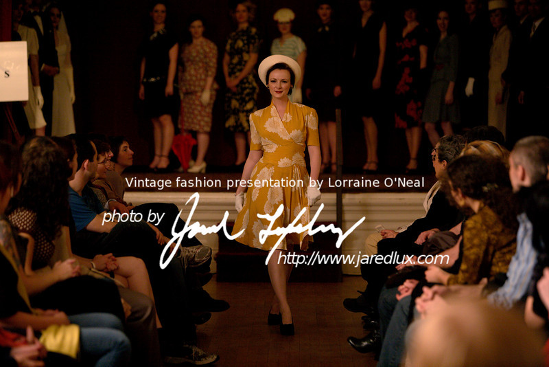 vintage_fashion_show_09_f3724040.jpg