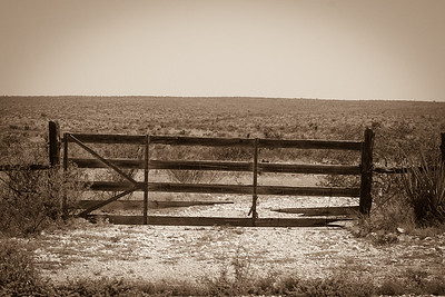 2018-20-07 HWY 90 WOODEN GATE