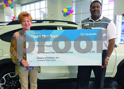 subaru-donates-more-than-10300-to-humane-societys-pets-fur-people