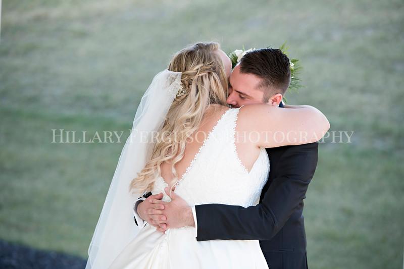 Hillary_Ferguson_Photography_Melinda+Derek_Getting_Ready378.jpg