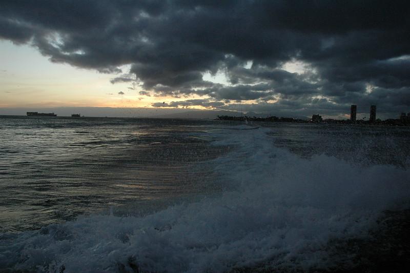 Hawaii - Ala Moana Beach Sunset-149.JPG