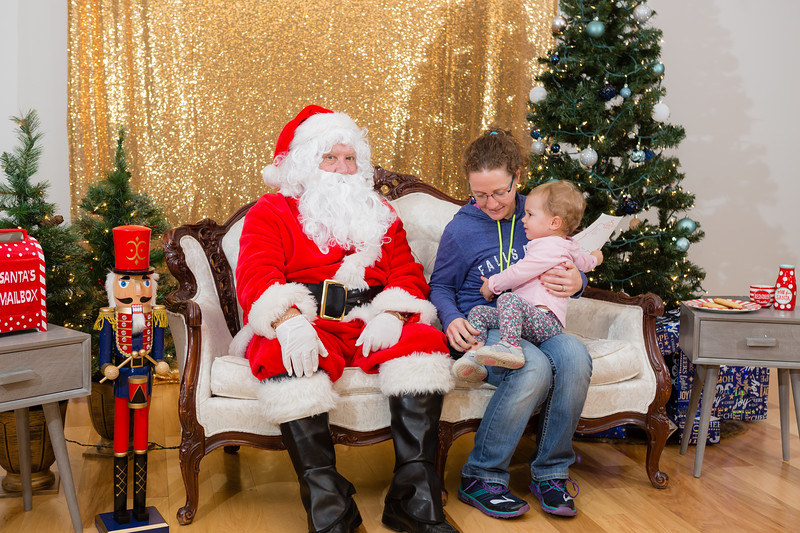 FADS Picture with Santa-289.jpg