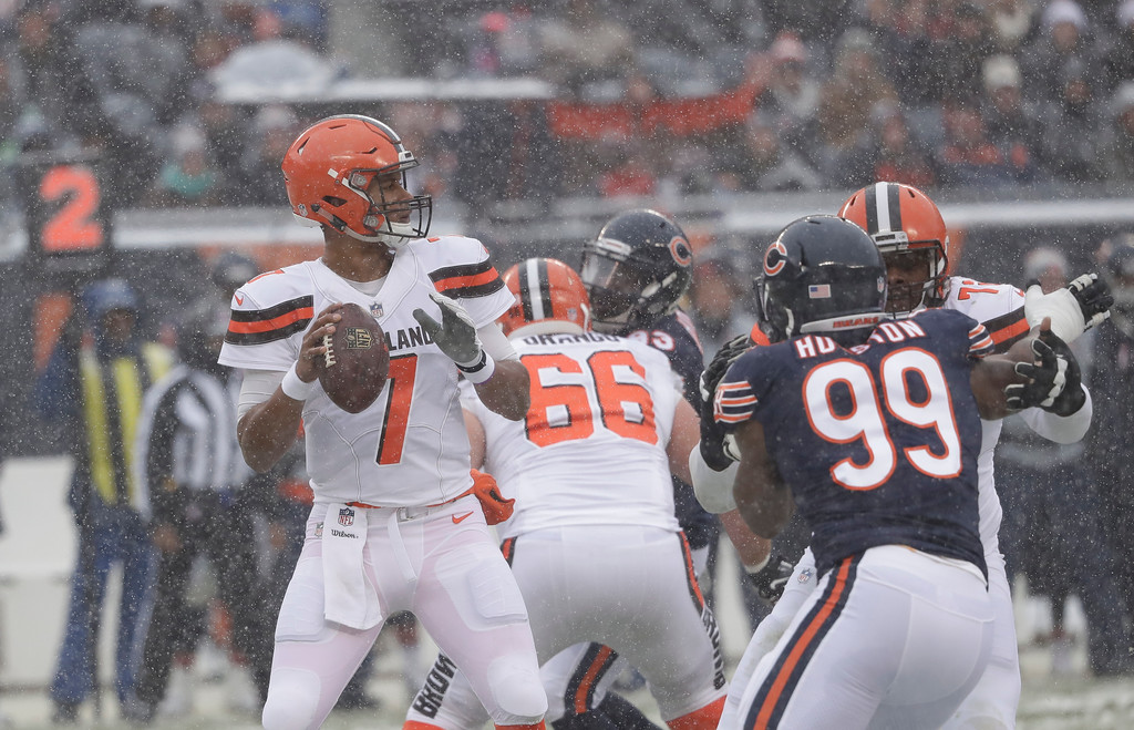 . Cleveland Browns quarterback DeShone Kizer (7) looks to throw against the Chicago Bears during an NFL football game in Chicago, Sunday, Dec. 24, 2017. (AP Photo/Charles Rex Arbogast)