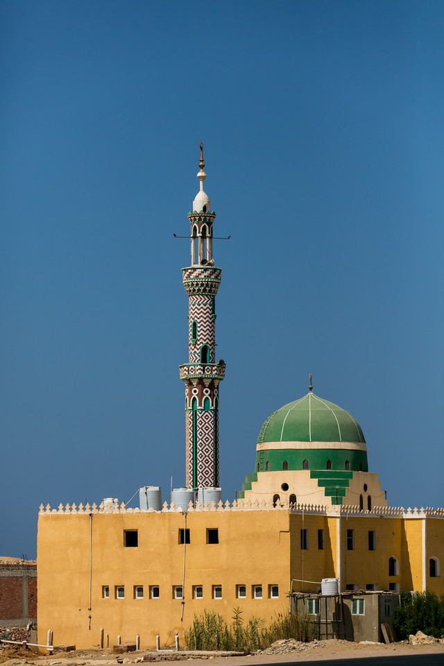 Egipt; Krajobraz; PrzezOknoAutobusu; Safari; pustynia; mały meczet