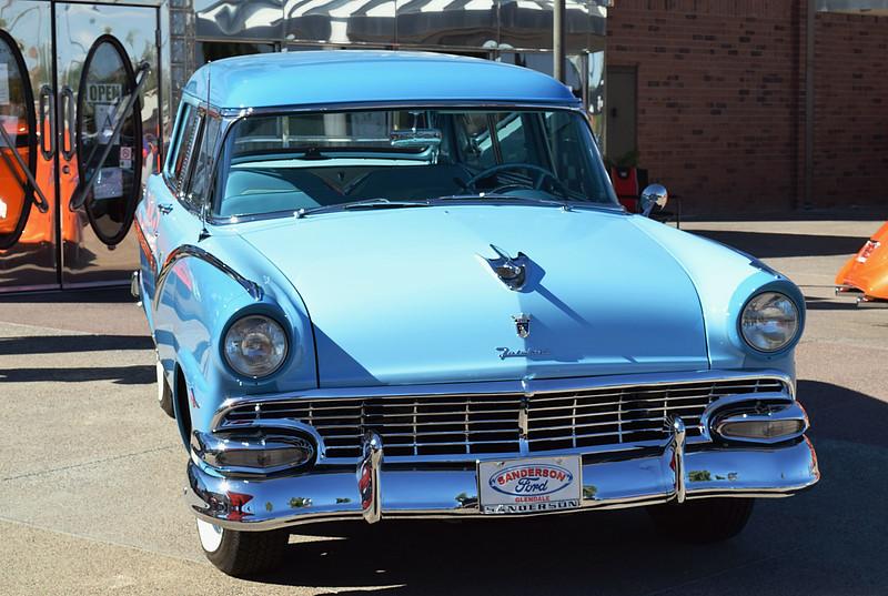 Ford 1956 Parklane front.JPG